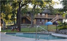 Gruene Outpost River Lodge - Gruene TX Hotel with outdoor Pool