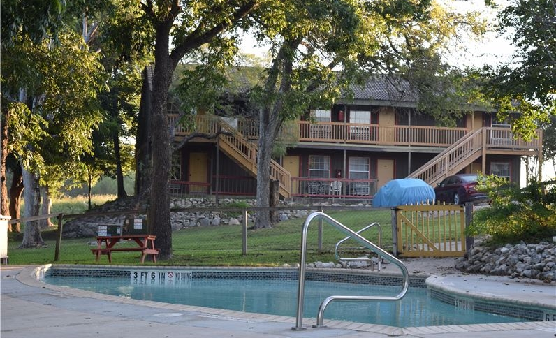 Gruene Outpost River Lodge Tx Hotel With Outdoor Pool